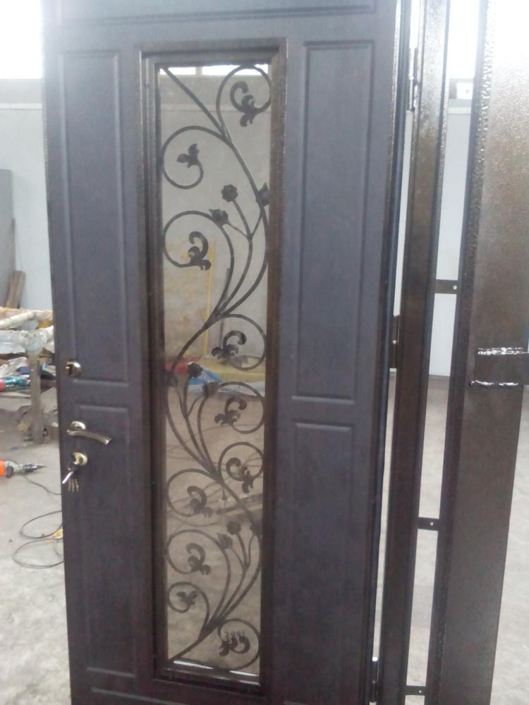 Входная дверь в дом 13